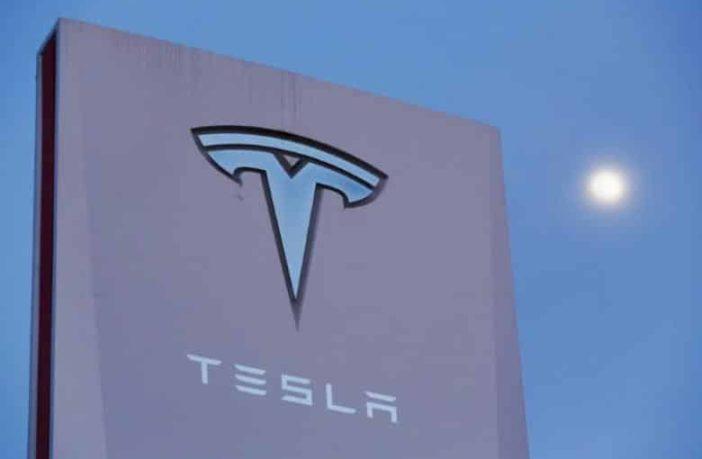 Tesla AEB